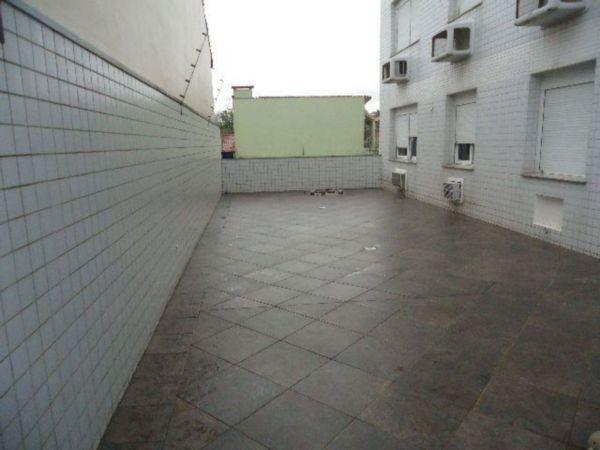 Apartamento de 3 dormitórios no Bairro Jardim Itú Sabará, (Porto Alegre), suíte, possui 175m2 privativos, com patéo de 50m2 com espera para piscina, Living amplo para 3 ambientes com sacada e churrasqueira, sala janta com lareira, cozinha, area de serviço, banho social, lavabo, 2 vagas de garagem e dois depósitos. Ed: Salão de festas, elevador, porteiro eletrônico.