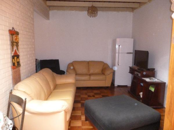 Ótima casa três dormitórios uma suite e  living ,copa ,cozinha  e área de serviço,com patio e garagem. Terreno 11 x 44  Averbada.